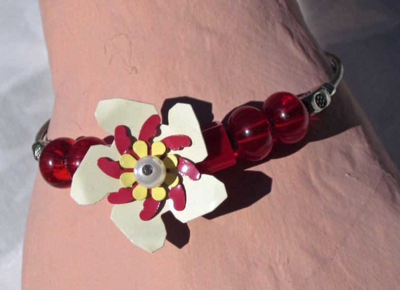 white red flower beaded bracelet