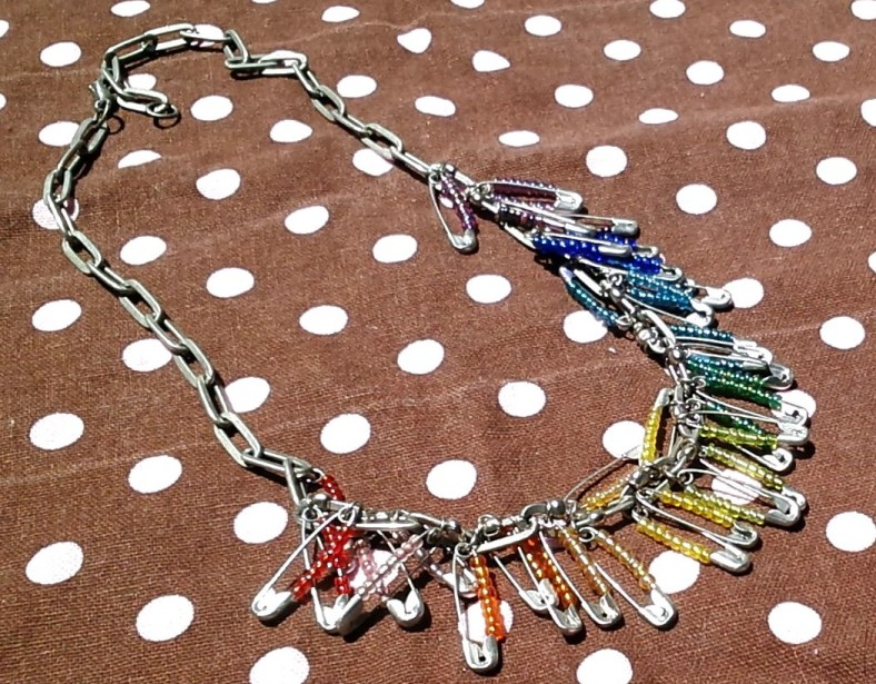 safety pin necklace 2