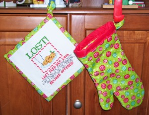 christmas pot holder and oven mitt set, lost cookies cross stitch design