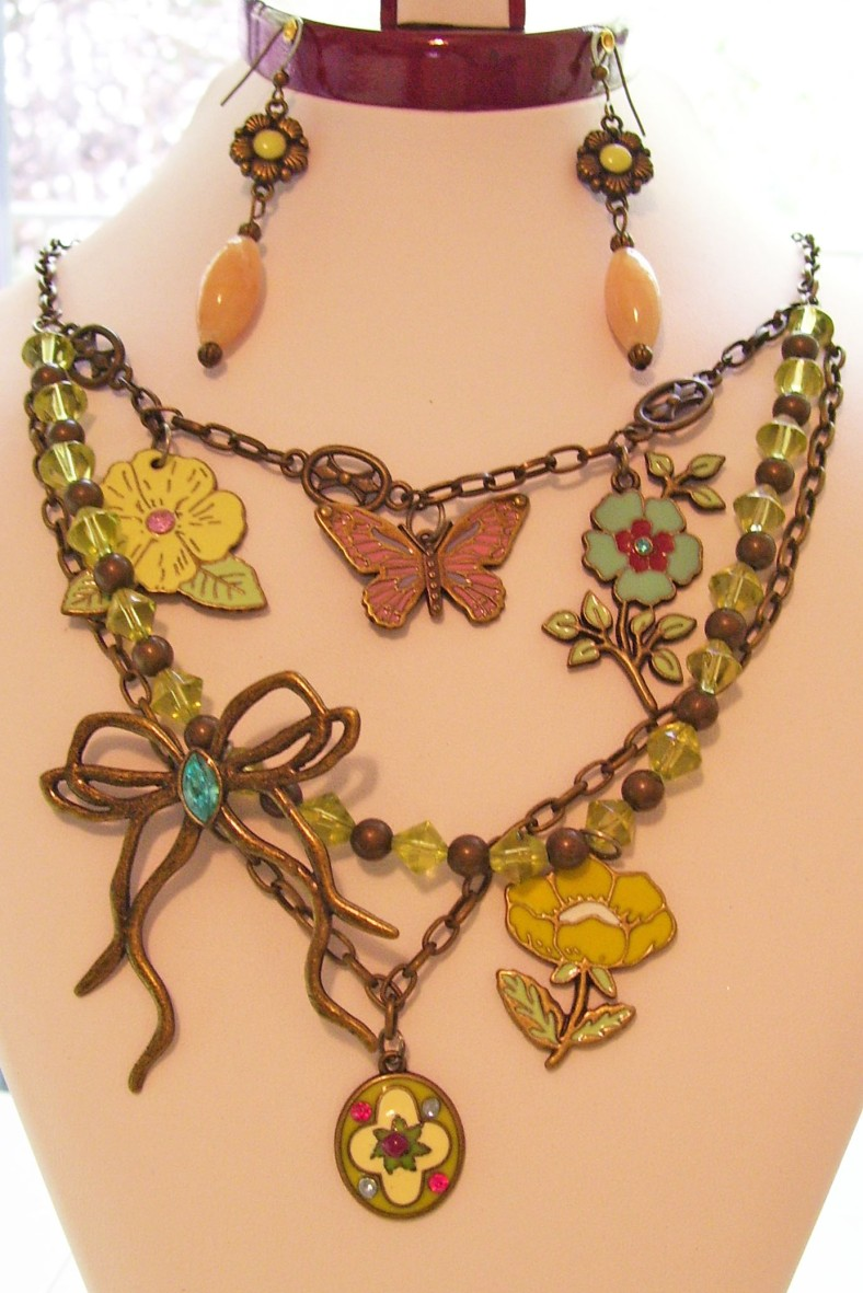 charm necklace large crop