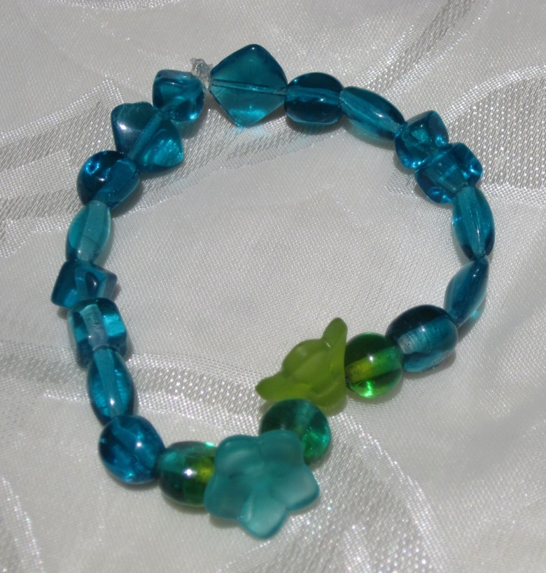 blue, teal, green, flower glass bead stretch bracelet
