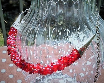 shades of red beaded necklace