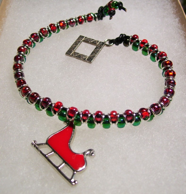 red and green beaded holiday bracelet